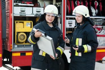 Wenn ich groß bin, werde ich Feuerwehrfrau! Foto: Andreas Nadler - Fotolia