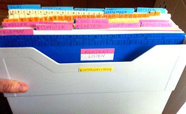 Getting Things Done - Meine 43folders Wiedervorlagebox mit Kontextmappen. Foto: Petra A. Bauer