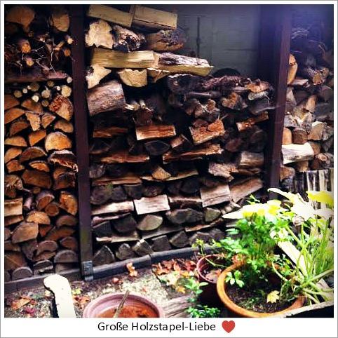 Holzstapel in der Großstadt