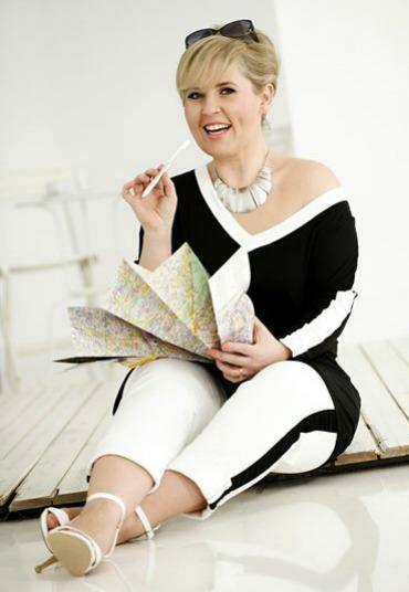 Maite Kelly in 2 Teilen ihrer Schwarzweiß-Kollektion für Bonprix.