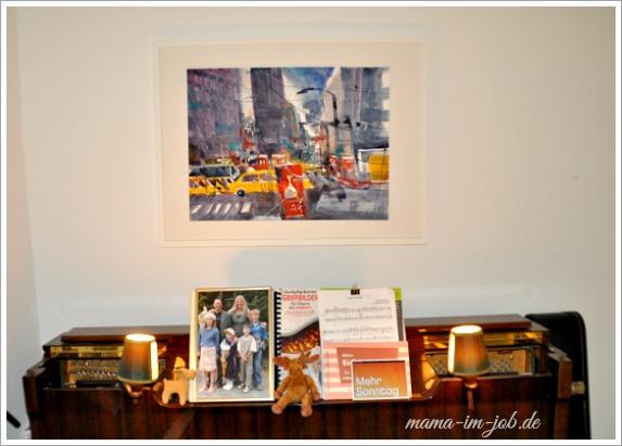 Unser Klavier und ein New-York Aquarell des Künstlers Andreas Mattern.