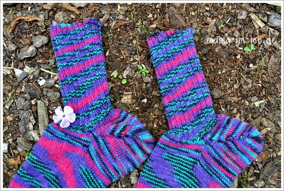 Socken für Juli. Foto: Petra A. Bauer.