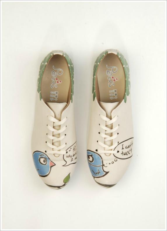 Schuhe mit Twitter-Motiv